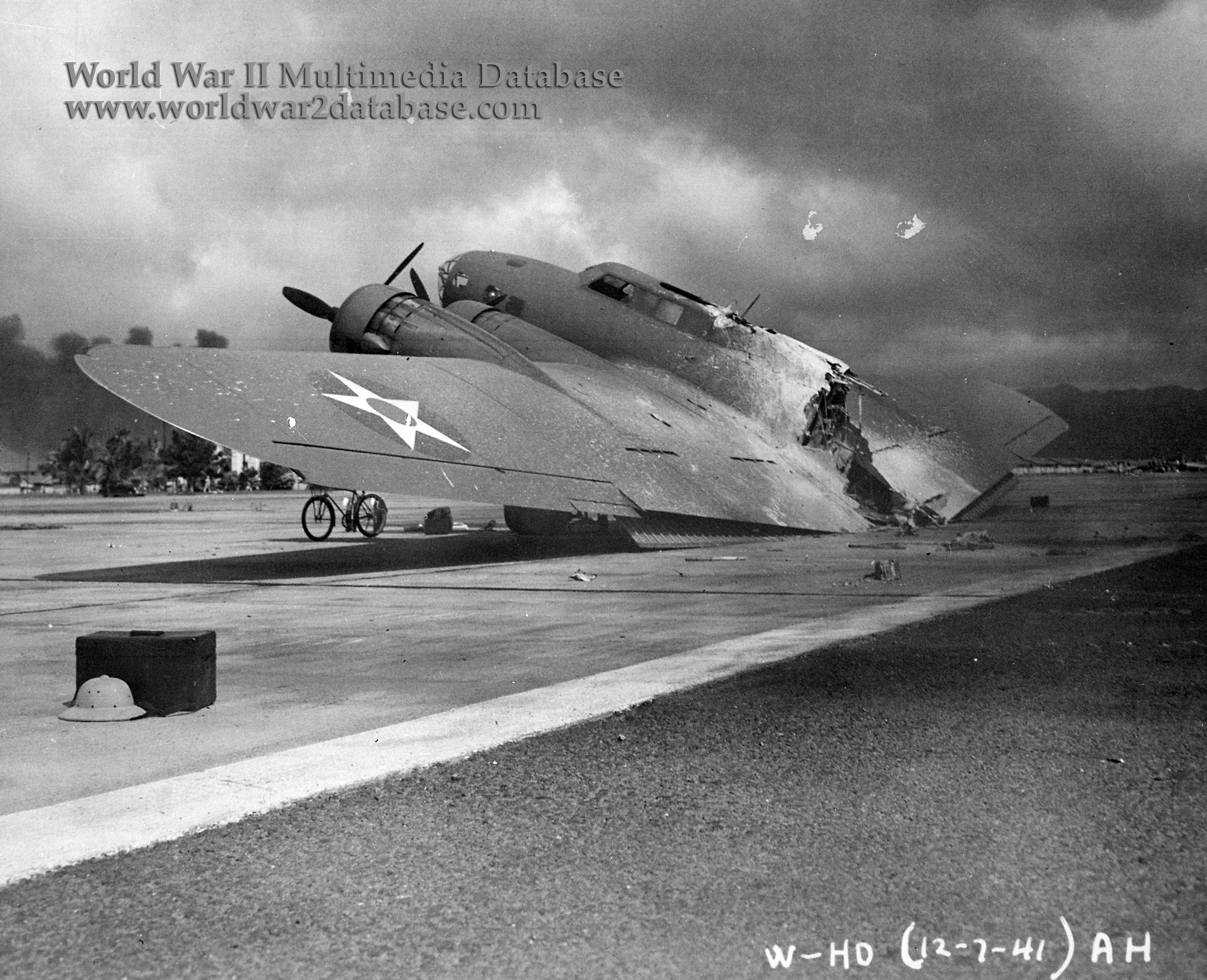 wwii1044 jpg B 17 Flying Fortress Photographs World War Ii Database